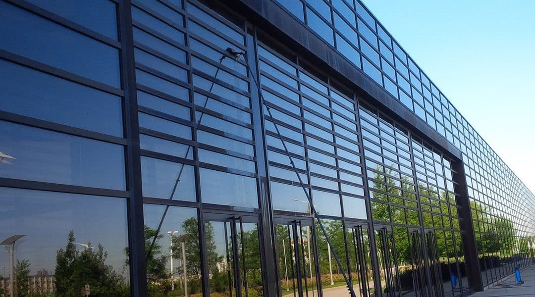 4 WAYS COMMERCIAL WINDOW CLEANING INCREASE THE VALUE OF YOUR BUSINESS